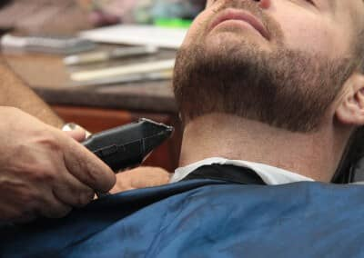 Lining up neck line | Scottsdale Barbershop